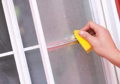 Как можно очистить скотч от пластикового окна: обзор эффективных средств в Хабаровске